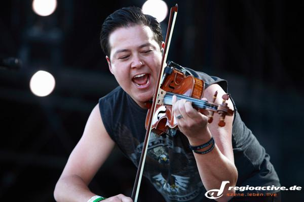Mit Violine - Fotos: Yellowcard live bei Rock am Ring 2015 in Mendig