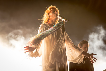 How big, not so blue, but beautiful - Florence + the Machine halten Messe in der Mitsubishi Electric Halle in Düsseldorf