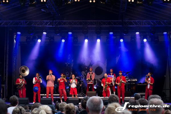 Highlights im Regen - Festivalbericht: Gute Stimmung bei Worms: Jazz & Joy 2015